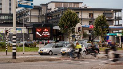 billboard kruising van der valk Tiel tango tankstation